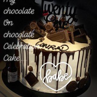 Monday's (today's) favourite cake goes to this celebration chocolate on chocolate cake. Everything chocolate ... . . . Order your cupcakes today - surprise a special someone with a box of cupcakes from Little Misscupcakejo. www.littlemisscupcakejo.co.nz From $25.00 with FREE DELIVERY between Churton Park #josutton #whitby #poriruacitry #porirua #tawa #titahibay #paremata #papakowhai #camborne #aotea #lovecake #cakebaker #cakedesign #cakeinspiration #cakedecoratorinporirua #affordablecakedecorator #celebrationcakes #cakelady #caketoyou #corporatecakes #officecakeshout #birthdaycake #sweetcakes #iwantcake #cupcakecompetition #cupcake #weddingcake #babyshower #21stcake