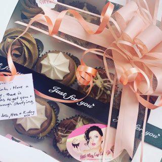 Packed, gift boxed and delivered to Victoria University Hall for a young ladies birthday treat. Order your cupcakes today - surprise a special someone with a box of cupcakes from Little Misscupcakejo. www.littlemisscupcakejo.co.nz From $25.00 with FREE DELIVERY between Churton Park and Pukerua Bay #josutton #whitby #poriruacitry #porirua #tawa #titahibay #paremata #papakowhai #camborne #aotea #lovecake #cakebaker #cakedesign #cakeinspiration #cakedecoratorinporirua #affordablecakedecorator #celebrationcakes #cakelady #caketoyou #corporatecakes #officecakeshout #birthdaycake #sweetcakes #iwantcake #cupcakecompetition #cupcake #chocolatecherrycupcake #weddingcake